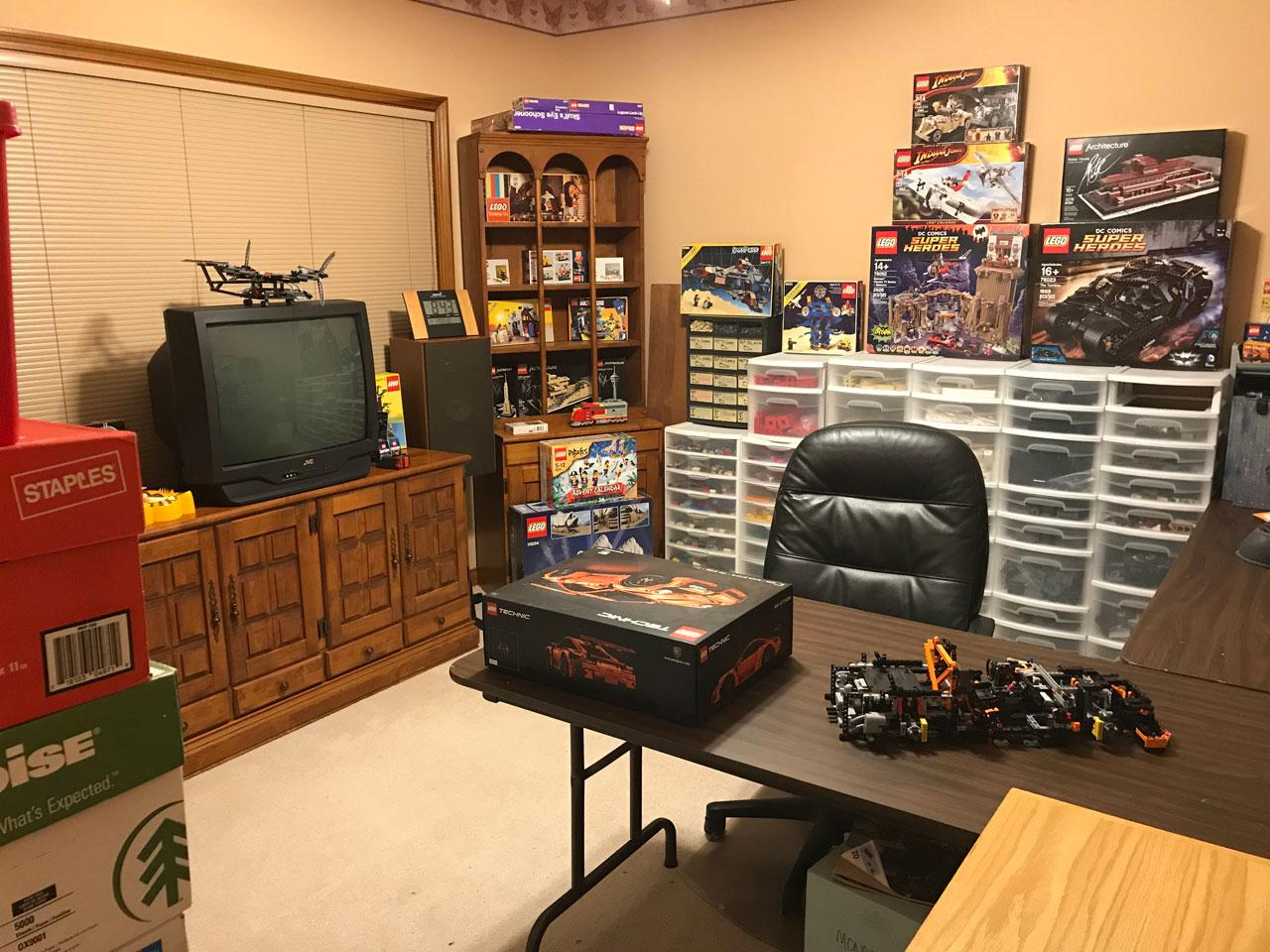 matthew_1980 LEGO Building Room